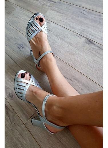 Topukla Ayakkabı Gri